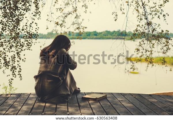 einsam traurige Frau
