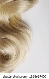 langes, blondes Haar als Hintergrund. menschliche Haardetails. langes, blondes Haar als Hintergrund. Textur