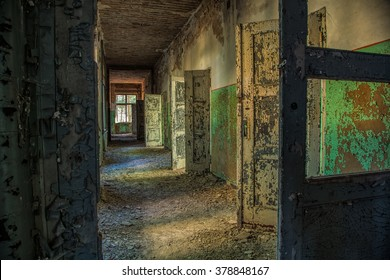 A long corridor with many open doors of a lost place