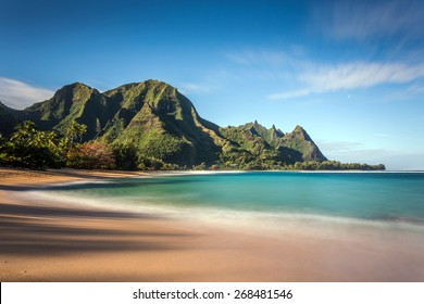 Long exposure of Makua beach or more commonly known as Tunnels Beach on the Island of Kauai. Idyllic tropical Hawaiian paradise with its tall lush mountains, turquoise sea and white sand.