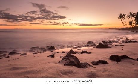 Long Exposure of the setting sun in Hawaii on the beach