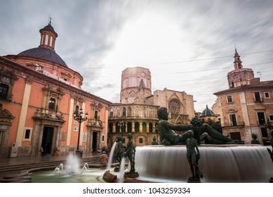 Long exposure of the Turia fountain in the Plaza de la Virgen square in Valencia, with the Basilica in the background.