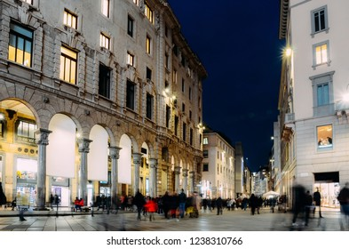 Long exposure of xmas shoppers at Corso Vittorio Emanuele ii near Duomo in Milan, Lombardy, Italy on a cold November night
