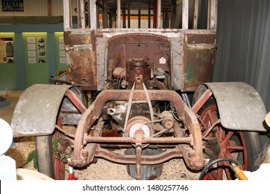 Long Hanborough, Oxfordshire, UK 10.08.2019 - Oxford Bus Museum and Morris Museum.  Buses, Morris cars and other forms of transport through the years.  Shell of Daimler bus engine and front axle.