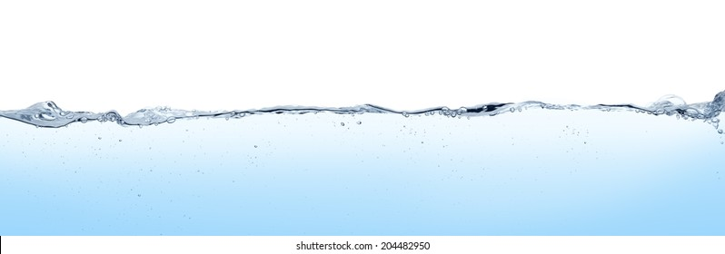 Lange Wasseroberfläche und Turbulenzen.blauer Hintergrund