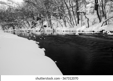 The long, snowy river trail