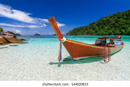 Long tail boat on white sand beach on tropical island, Koh Lipe, Andaman sea, Thailand