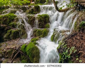 Long time exposure waterfall jungel