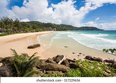 Long waves in Kata Noi beach