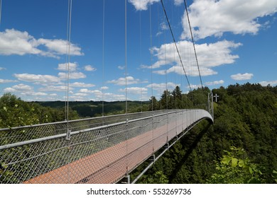 Longest Pedestrian Bridge in North America. Longest pedestrian suspension bridge in Canada. Longest suspended footbridge. Parc de la Gorge de Coaticook. Quebec. Cantons-de-l'Est.