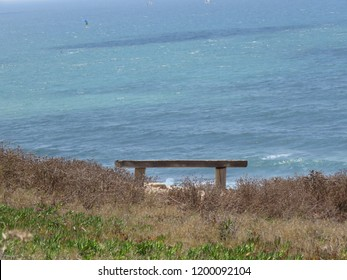 lonley bench whatching the sea