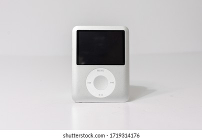 lonodn, engand, 05/04/2020 An official retro vintage Apple iPod nano, 3rd Generation 8GB USB MP3 Player, apple technology from 2007 isolated on a white background.