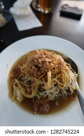 Lontong Mie is an Indonesian dish & usually people eat this for lunch. Consists of noodle, dried shrimp, fried onions, bean sprouts & soup that use petis.