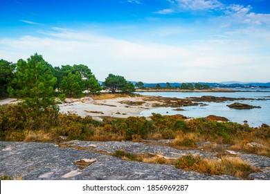 Playa Lontreira en el parque natural Carreiron, isla de Arousa, Galicia, España
