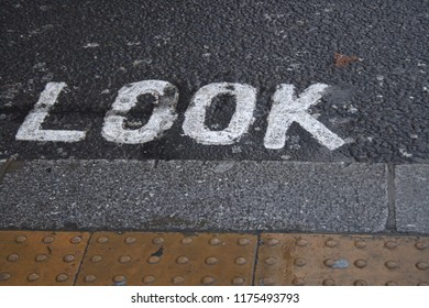 """Look"" road marking."
