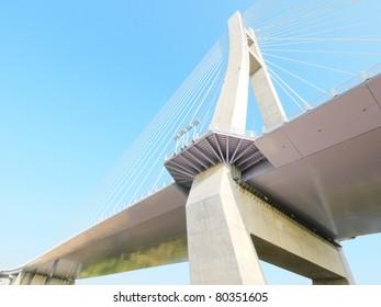 Look upward draw bridge