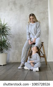 lookbook. Mom and daughter in the same clothes