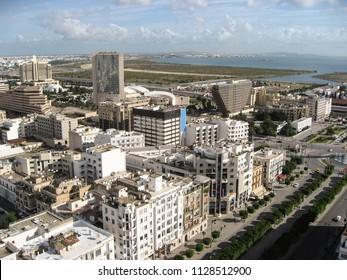 Looking down upon the main street of Tunis, Tunisia:  The Avenue Habib Bourguiba