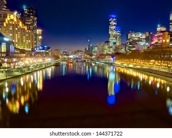 looking down the yarra river on a beautiful night in melbourne