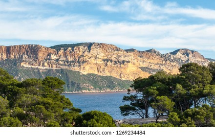 Lookout to cliffs at French riviera