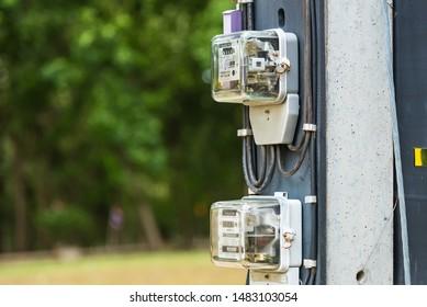 Imágenes, fotos de stock y vectores sobre Box On the Pole