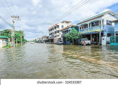 Lopburi, Thailand,october/06/2011:The heavy downpour caused a flash flood flooding into public houses.