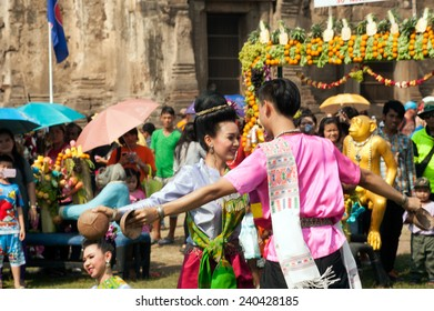 LOPBURI,THAILAND-NOV 30 : Unidentified students which is the art of traditional dance. show tourists, visitors in Thailand Monkey Party on November 30,2014,Phra Phrang Sam Yod temple,Lopburi,Thailand.