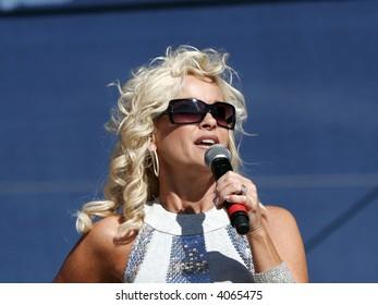 lorrie morgan country music singer star concert