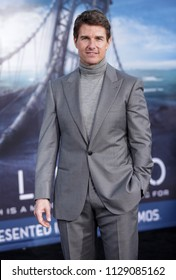 """LOS ANGELES - APR 10:  Tom Cruise arrives to the """"Oblivion"""" Los Angeles Premiere  on April 10, 2013 in Hollywood, CA"""