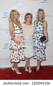 LOS ANGELES - APR 17:  Paris Hilton, Kathy Hilton, Nicky Hilton Rothschild at the Oscar de la Renta's Annual Spring Luncheon at Beverly Wilshire Hotel on April 17, 2018 in Beverly Hills, CA