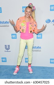 LOS ANGELES - APR 18:  JoJo Siwa arrives for the WE Day California 2017 on April 27, 2017 in Inglewood, CA