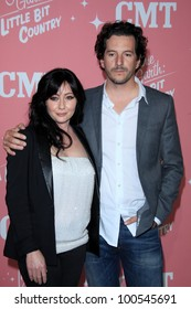 LOS ANGELES - APR 19:  Shannen Doherty, Kurt Iswarienko arrive at Jennie Garth's 40th Birthday Celebration at The London Hotel on April 19, 2012 in West Hollywood, CA