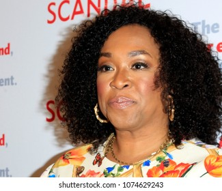 """LOS ANGELES - APR 19:  Shonda Rhimes at the The Actors Fund's """"Scandal"""" Finale Live Stage Reading on the El Capitan Theater on April 19, 2018 in Los Angeles, CA"""