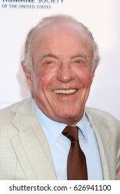 LOS ANGELES - APR 22:  James Caan at the 2017 The Humane Society Gala at Parmount Studios on April 22, 2017 in Los Angeles, CA