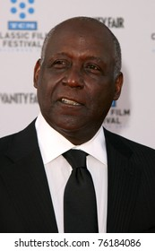 """LOS ANGELES - APR 27:  Richard Roundtree arriving at the TCM Classic Film Festival &  World Premiere Of """"An American In Paris"""" at Grauman's Chinese Theater on April 27, 2011 in Los Angeles, CA.."""