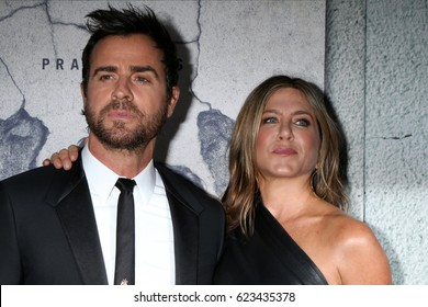 """LOS ANGELES - APR 4:  Justin Theroux, Jennifer Aniston at the Premiere Of HBO's """"The Leftovers"""" Season 3 at Avalon Hollywood on April 4, 2017 in Los Angeles, CA"""