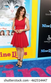 """LOS ANGELES - AUG 1:  Jennifer Garner at the """"Nine Lives"""" Premiere at the TCL Chinese Theater IMAX on August 1, 2016 in Los Angeles, CA"""