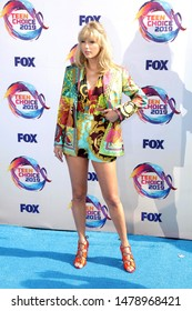 LOS ANGELES - AUG 11:  Taylor Swift at the Teen Choice Awards 2019 at Hermosa Beach on August 11, 2019 in Hermosa Beach, CA