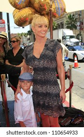 LOS ANGELES - AUG 19: Jaime Pressly at 'The Oogieloves In The Big Balloon Adventure' LA Premiere at the Grauman's Chinese Theater on August 19, 2012 in Los Angeles, California