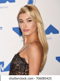 LOS ANGELES - AUG 27:  Hailey Baldwin arrives to the 2017 Video Music Awards Press Room  on August 27, 2017 in Los Angeles, CA