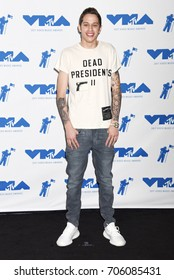 LOS ANGELES - AUG 27:  Pete Davidson arrives to the 2017 Video Music Awards Press Room  on August 27, 2017 in Los Angeles, CA