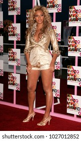 LOS ANGELES - AUG 29:  Beyonce arrives to the Mtv Video Music Awards  on August 29, 2004 in Miami, FL.