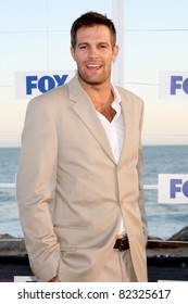 LOS ANGELES - AUG 5:  Geoff Stults arriving at the FOX TCA Summer 2011 Party at Gladstones on August 5, 2011 in Santa Monica, CA