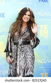 LOS ANGELES - AUG 7: Khloe Kardashian arrives at the 2011 Teen Choice Awards held at Gibson Amphitheatre on August 7, 2011 in Los Angeles, California