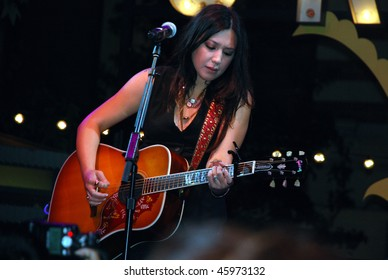 LOS ANGELES, CA- AUGUST 19: Singer/songwriter Michelle Branch performs at The Grove Plaza in Los Angeles for The Donate Life Foundation, August 19, 2009 in Los Angeles, CA.