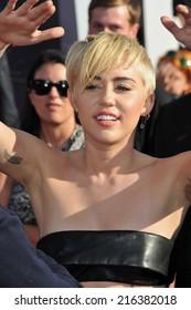 Miley Cyrus vapaa suku puoli video