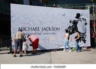 LOS ANGELES, CA- JULY 5 : Giant Michael Jackson's billboard installed outside Staples Center to be signed by fans, July 5, 2009 in Los Angeles, California.