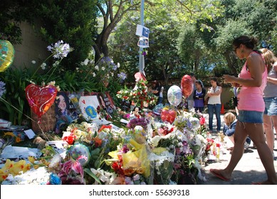 LOS ANGELES, CA - JULY 5: Michael Jackson's fans leave flowers and souvenirs outside his rented house in the Beverly Hills area, July 5, 2009 in Los Angeles, California.