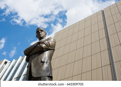 Los Angeles, CA: May 7, 2017:   Statue of UCLA coach John Wooden on the UCLA campus. UCLA is a public university located in the Westwood area of Los Angeles.