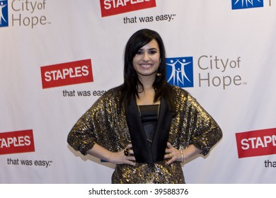 LOS ANGELES, CA - OCTOBER 25: Singer Demi Lovato arrives for Disney's 2nd Annual Concert For Hope at the Nokia Theatre on October 25, 2009 in Los Angeles, California